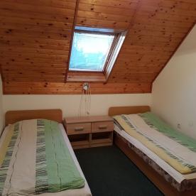 szoba (első rész)