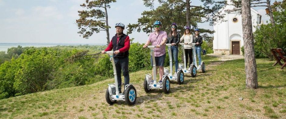 <div class='sliderdoboz'><span class='title'>Airwheel</span><span class='text'>See for yourself the attractions of Vonyarcvashegy! Try our brandnew Airwheel vehicles! Renting and guided tours already from 2.200 Ft!</span><a class='link' href='/en/airwheel'>More information ›</a></div>